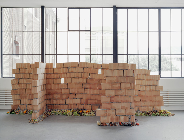 Faules Fundament (Rotten Foundation) 1998