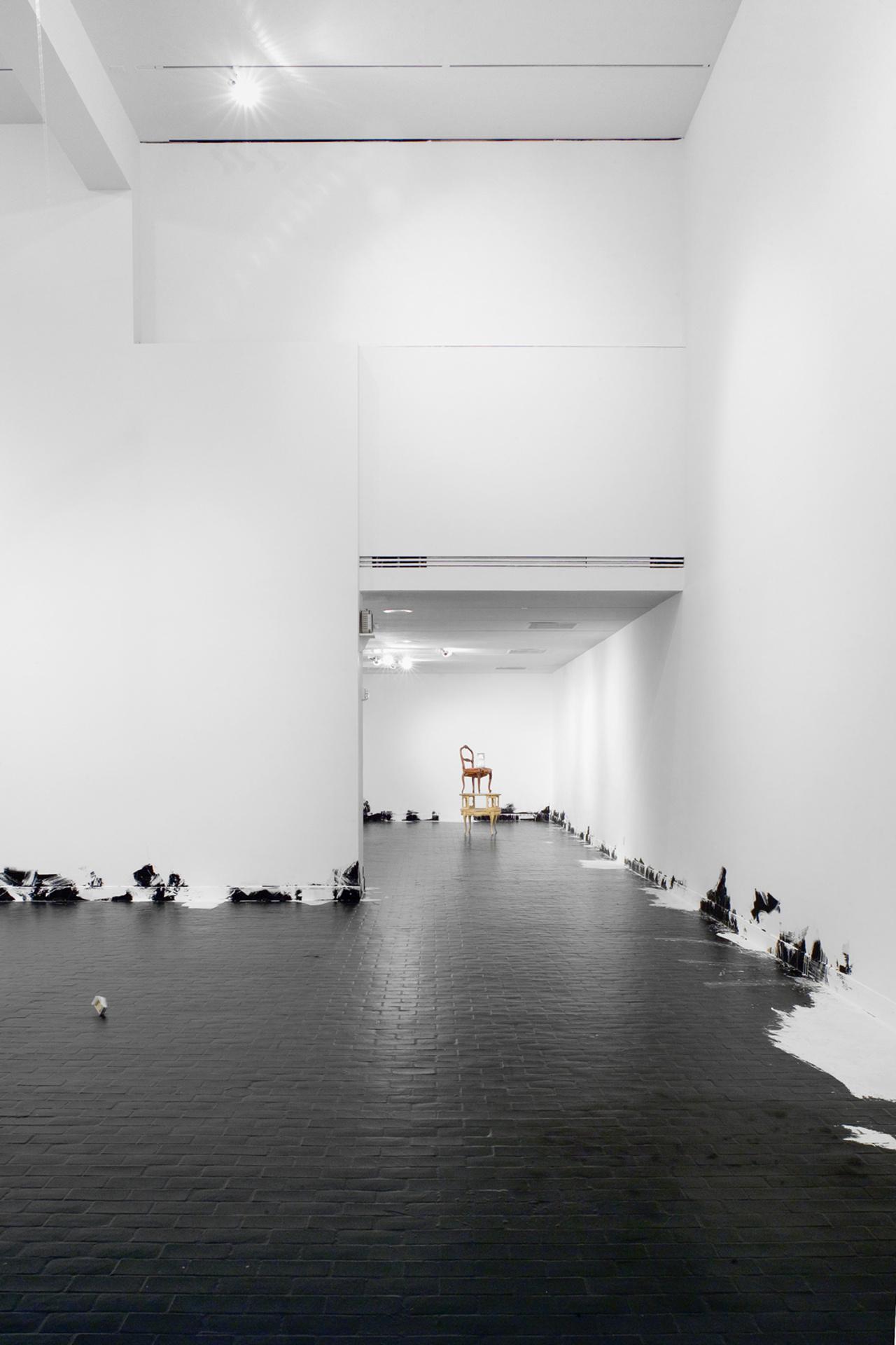 Untitled (Floor Piece); Nach Jugendstiel kam Roccoko; Addict